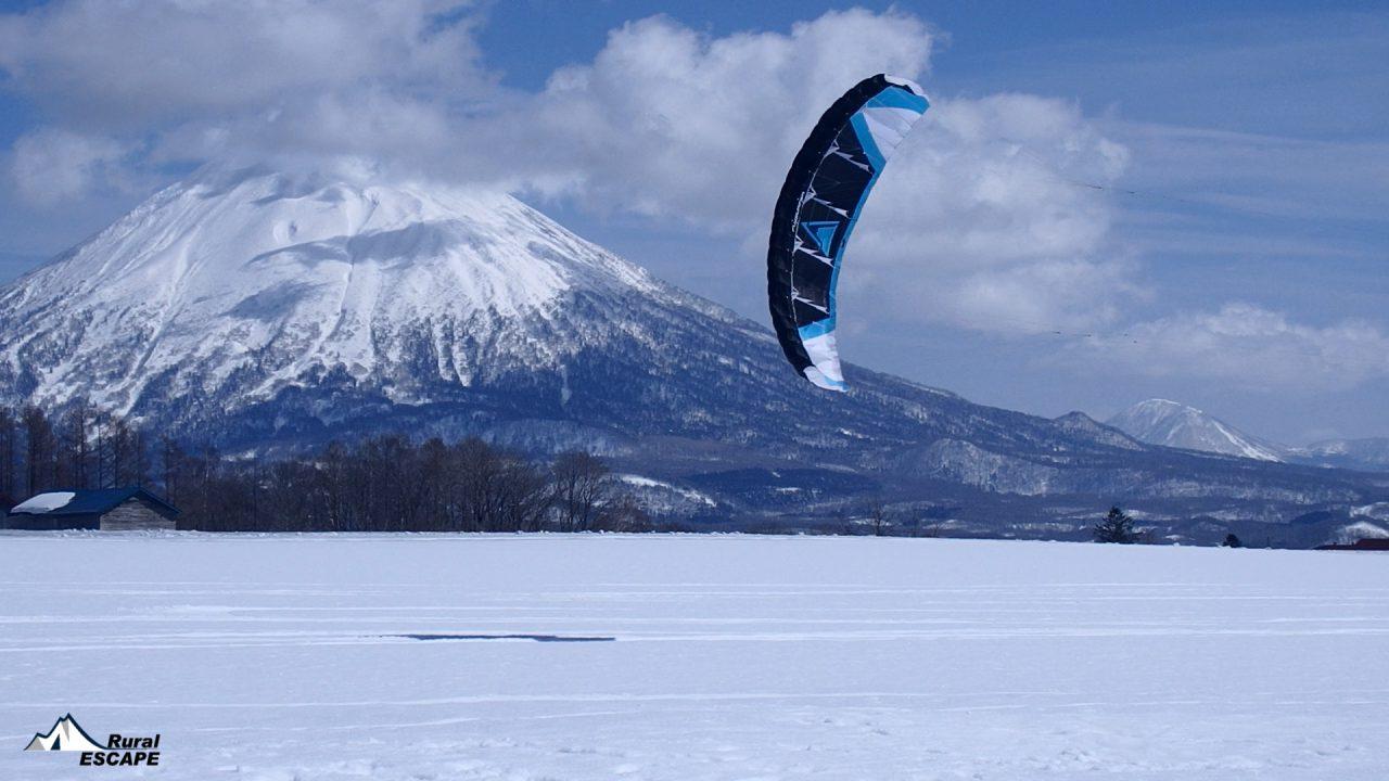 羊蹄山とスノーカイト