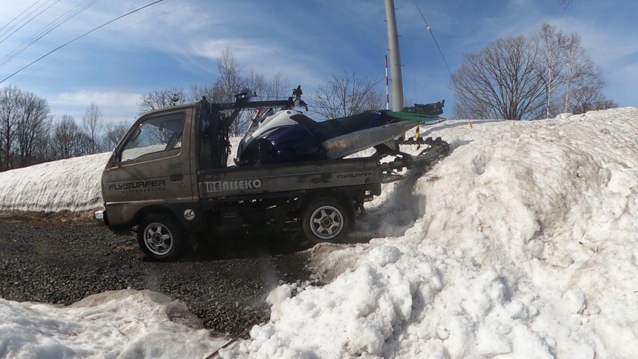 軽トラにスノーボード