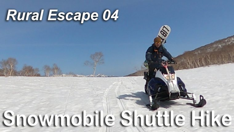 スノーモービルとスプリットボード